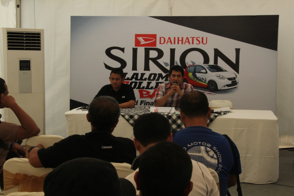 Daihatsu Sirion Slalom College Battle 2013