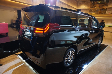 31-03-2015-Toyota-Alphard_02