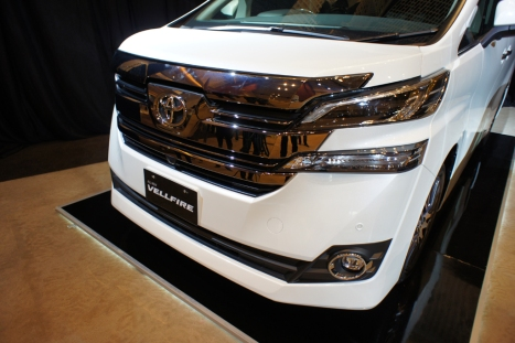 31-03-2015-Toyota-Alphard_06