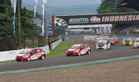 23-05-2015-Honda_Racing