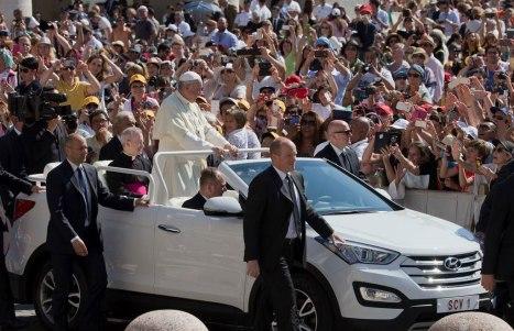 09-06-2015-Popemobile_02