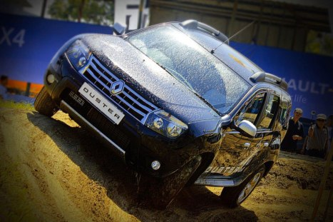 10-06-2015-Renault_Duster_03