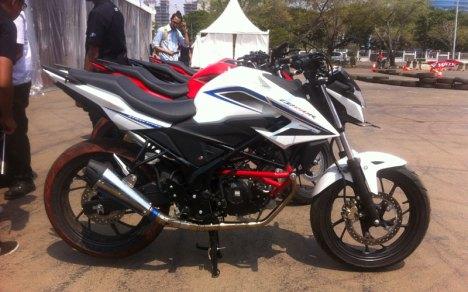 07082015-Moto-Honda-CB150R