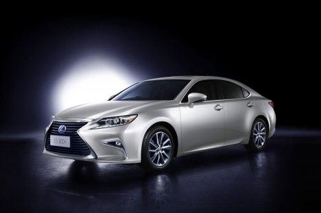 10082015-Car-Lexus_ES_01