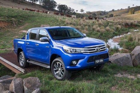 10082015-Car-Toyota-HiLux_2016
