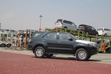 31082015-Car-Toyota_Ekspor