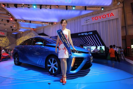 31082015-Car-Toyota_GIIAS2015_03