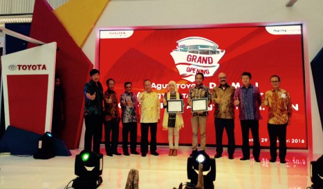 01032016-Car-Toyota-Dealer-Riau