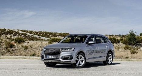 27022016-Car-Audi-Q7-e-tron_01
