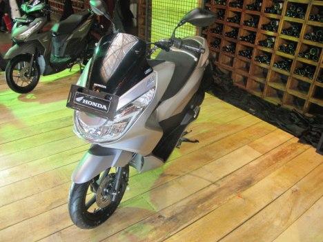 27022016-Moto-Honda-PCX150_02