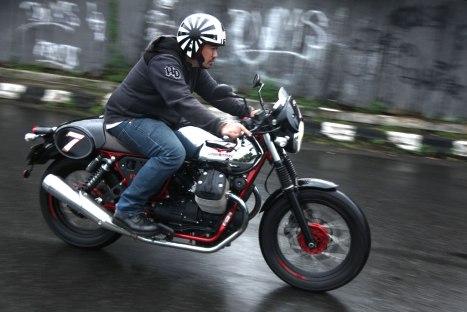 12032016-Moto-Guzzi-V7II_Racer_01