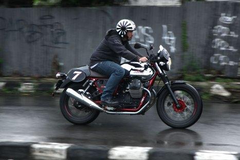 12032016-Moto-Guzzi-V7II_Racer_02