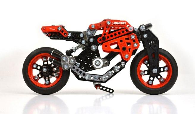 14032016-Moto-Ducati-Meccano_01