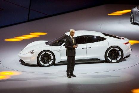 15032016-Car-Porsche-Mission-E_01