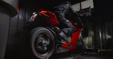 15032016-Moto-Ducati-Akrapovic