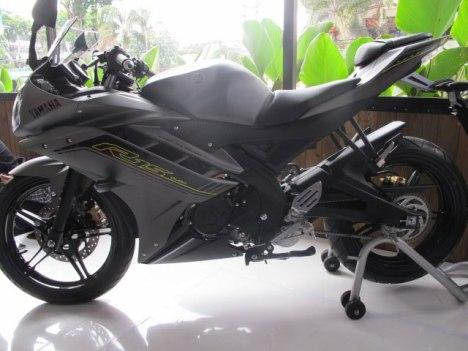 16032016-Moto-Yamaha-R15-SE_02