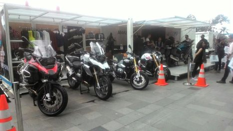 21032016-Moto-BMW-Container_04