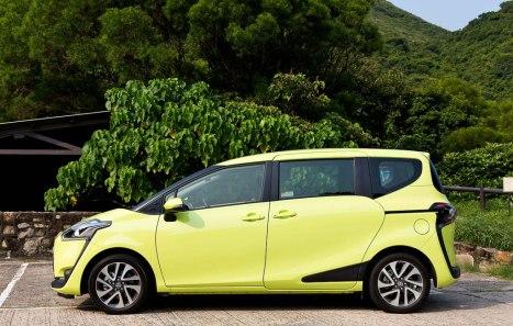 30032016-Car-Toyota-Sienta-2015_05