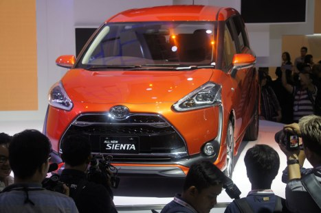 07042016-Car-Toyota-Sienta_01