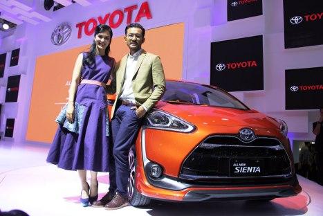 09042016-Car-Toyota-Sienta_02