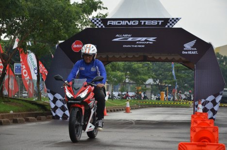 13042016-Moto-Honda-CBR150