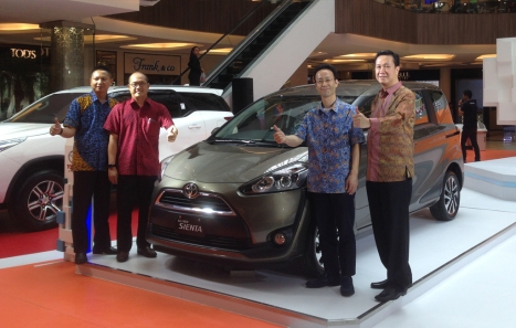 04052016-Car-Toyota-Sienta-Bandung