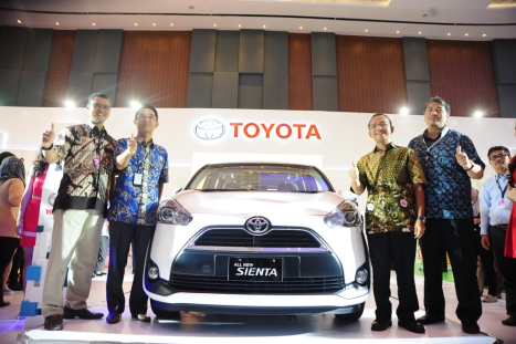 19052016-Car-GIIAS-Makassar-01
